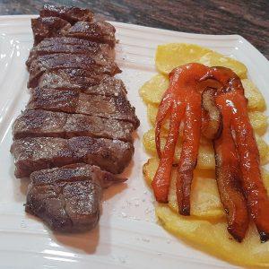 Entrecot de carne de Palencia a la plancha en salsa de pimienta o cabrales